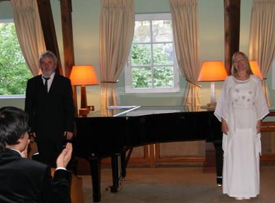 Biały Anioł I Czarny Fortepian